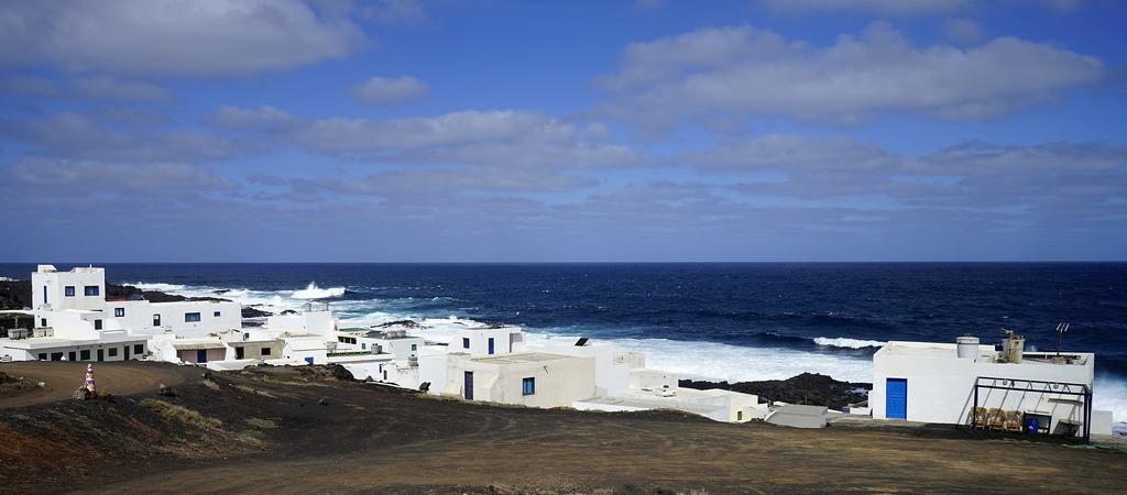 Tenesar-strand-lanzarote-5-titkos-hely-Kanári-szigetek-viasale-travel
