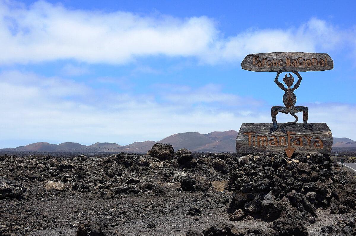 Kanári-szigetek-nyaralás-vulkánok-túra-lanzarote-viasale-travel-2