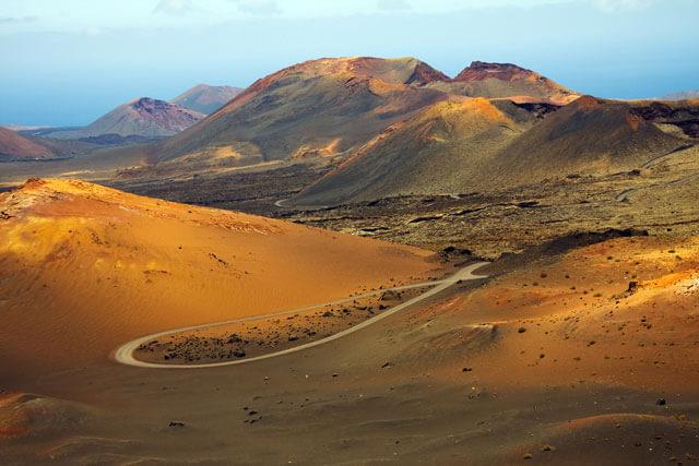 Kanári-szigetek-nyaralás-vulkánok-túra-lanzarote-viasale-travel-3