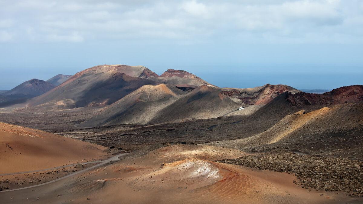 Kanári-szigetek-nyaralás-vulkánok-túra-lanzarote-viasale-travel-8