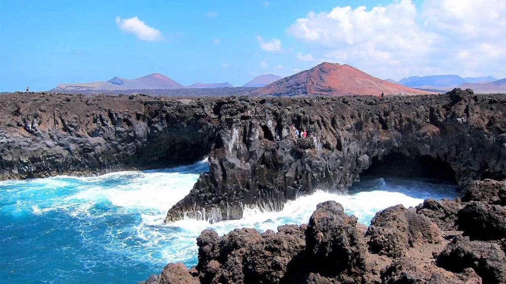 Los Hervideros hullámai Lanzarote szigetén