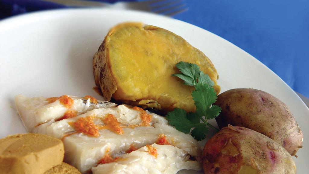 Különleges-ételek-amelyeket-ki-kell-próbálni-Kanári-szigeteken-Gran-Canaria-Sancocho
