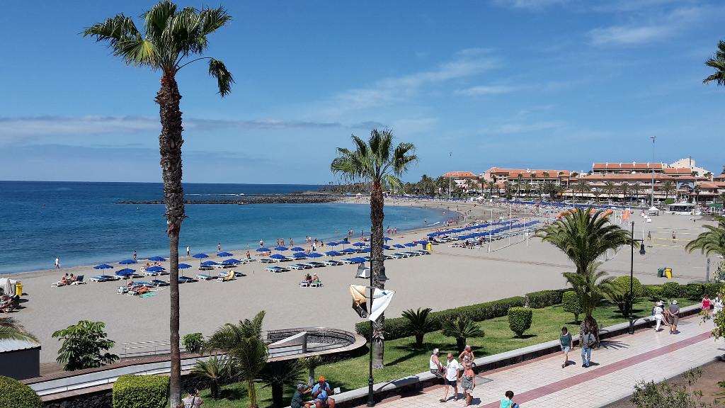 playa-vistas-los-cristianos-tenerife-kanári-szigetek-viasale-travel-5-legjobb-gyerekes-strand
