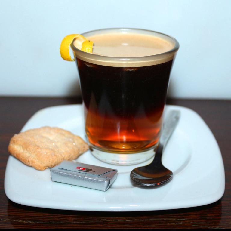 Kóstoljon-bele-Kanári-szigeteki-kávéhatározo-CARAJILLO