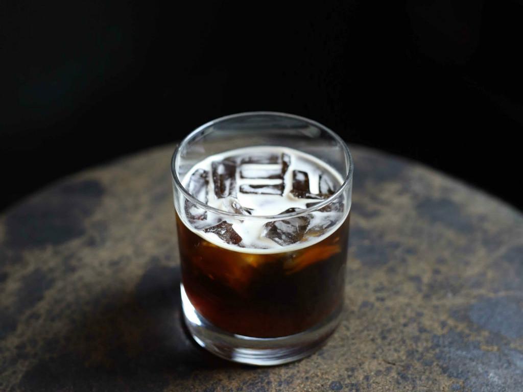Kóstoljon-bele-Kanári-szigeteki-kávéhatározo-cafe-con-hielo